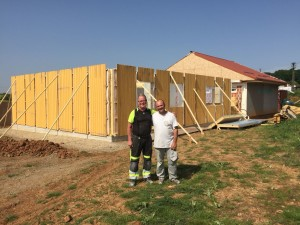 Lars-Göran Martinsson ledare för det svenska byggteamet och Florin Aslovici ledare för det rumänska byggteamet